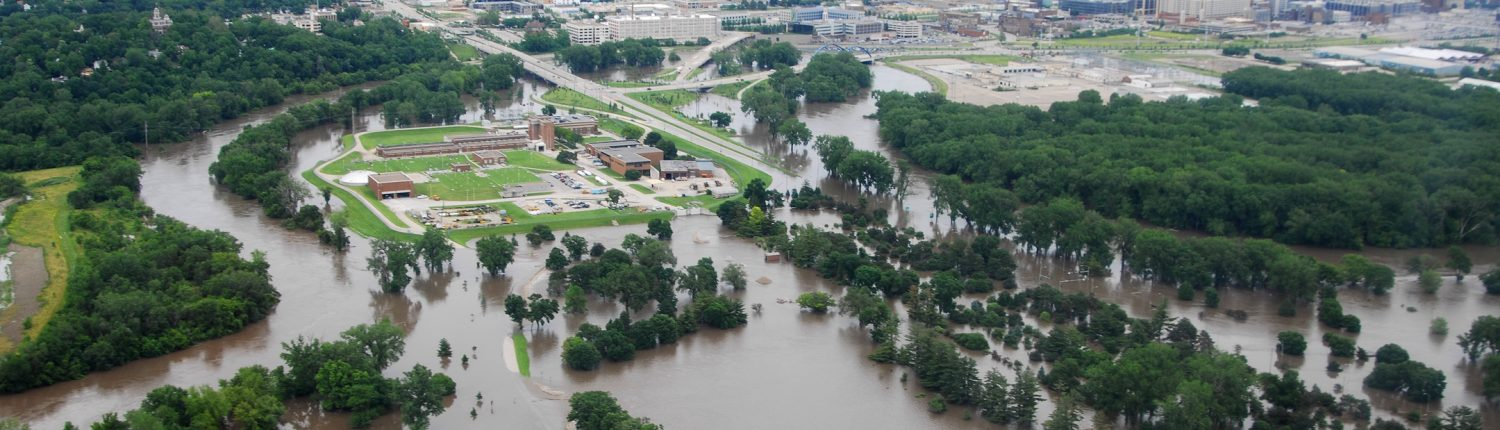 Aerial view of Des Moines flooding in 2010.