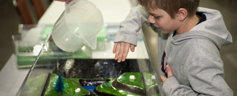 A child watches the flood model